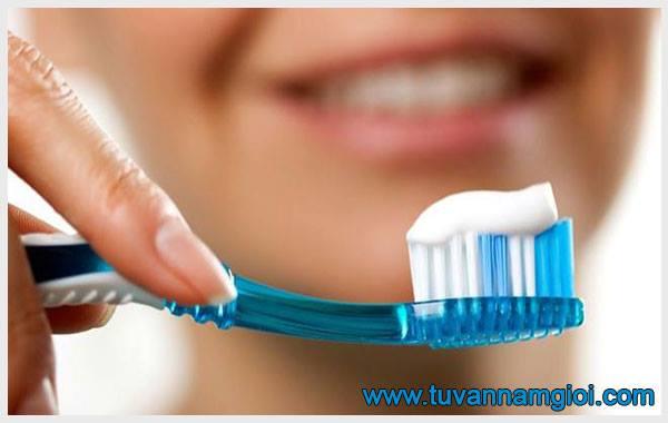 Sùi mào gà ở miệng lây nhiễm nếu bạn dùng chung bàn chải đánh răng